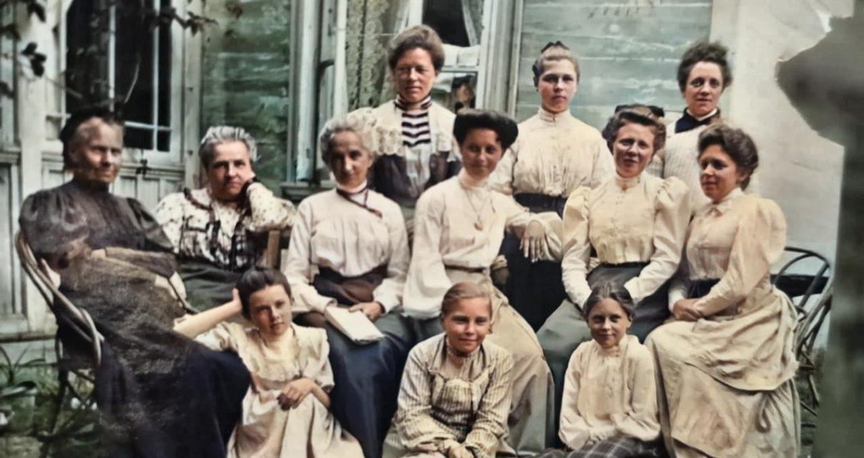 colorized image 7 1 1210x642 - Сестры Горбаненко